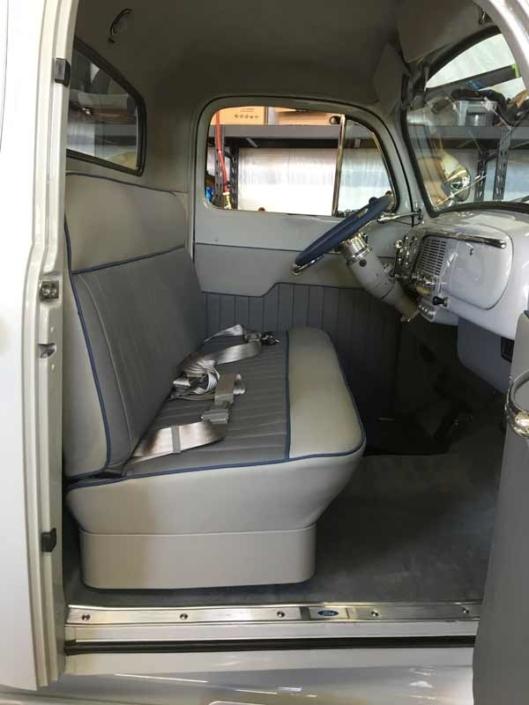 ford-f1-vintage-car-custom-interior